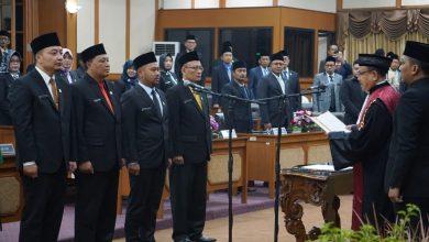 Photo of Empat Pimpinan Dewan Diambil Sumpahnya Oleh Ketua PN Gresik