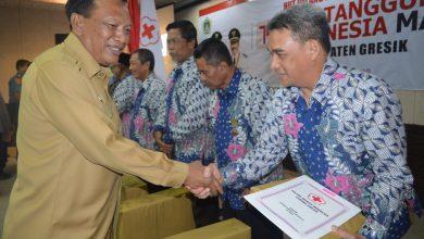 Photo of Bupati Gresik Beri Penghargaan Pendonor Darah Diatas 100 Kali