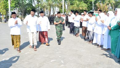 Photo of Bupati Sambari Halim Radianto Pimpin Upacara Hari Santri Gresik 2019
