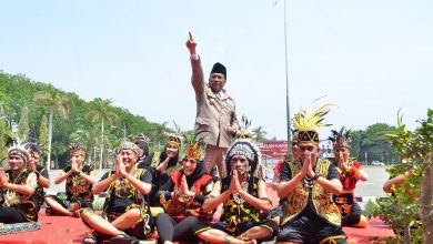 Photo of Berbagai Busana Adat, Peringatan Sumpah Pemuda di Pemkab Gresik