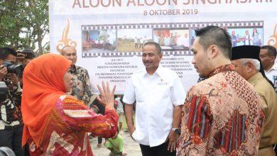 Photo of Menteri Pariwisata Arief Yahya Serahkan PP No 68 Tahun 2019 tentang KEK Singhasari pada Gubernur Khofifah