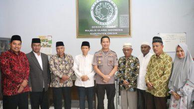 Photo of Jalin Sinergitas Dengan Tokoh Agama, Kapolres Gresik Silaturahmi Ketua MUI