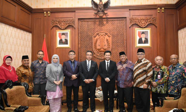 Photo of Emil Dardak Tawarkan BTS kepada Ketua Menteri Melaka Malaysia