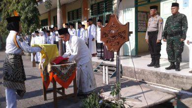 Photo of Peringati Hari Santri Nasional LP-Ma'arif NU, Upacara Kenakan Sarung dan Kopiyah