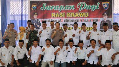 Photo of Sarapan Pagi NASI KRAWU bersama Kapolres Gresik di Balai Desa Cermelor
