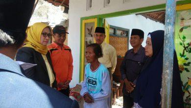 Photo of Bunda Indah Bersama Rombongan, Kunjungi Rumah Warga Kebakaran