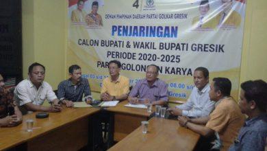 Photo of Pengusaha Pendik Ambil Formulir Pendaftaran Bacabup Pilkada Gresik 2020 di Golkar