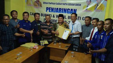 Photo of dr. Alif dan Tri Putro UtomoKembalikan Form Cabup di Golkar Gresik