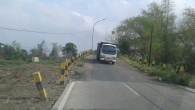 Photo of Jalan Di Jembatan Gluranploso Dikeluhkan Pengguna Jalan