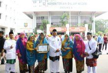 Photo of Bupati Gresik Raih Penghargaan Kesehatan Swasti Saba Wistara 2019
