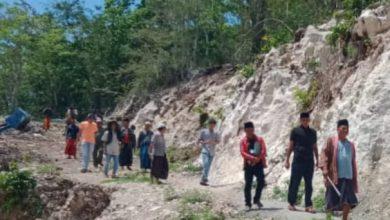 Photo of Tidak Mengantongi Ijin, Ahli Waris Tutup Paksa Aktivitas Penambangan Di Desa Buker