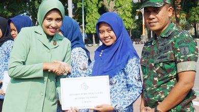 Photo of Ketua Persit KCK Cabang XLIVKodim0817/Gresik Hadiri Upacara Hari Ibu