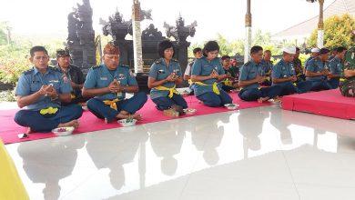 Photo of Jelang Pergantian Tahun, Prajurit Lantamal V Ikuti Doa Bersama