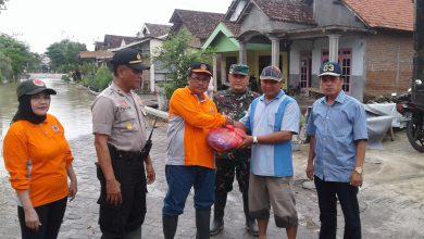 Photo of BPBD Gresik Langsung Memberikan Bantuan Paket Sembako