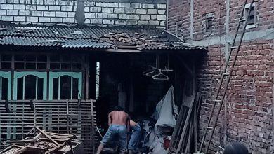 Photo of Angin Puting Beliung Menggasak 20 Rumah Di Dusun Peniron Kulon, Desa Gadingwatu