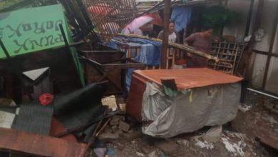 Photo of HUJAN deras Disertai Angin Kencang Membuat Rumah Warga Rusak dan Tiang Listrik Tumbang