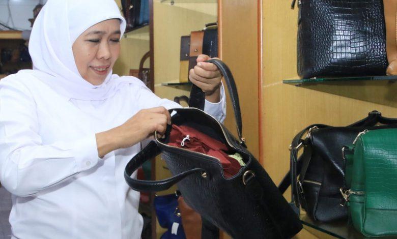 Photo of Khofifah Siapkan Tiga Langkah Strategis untuk Jaga Sentra Industri Tas Tanggulangin Tetap Eksis dan Kian Maju