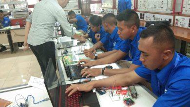 Photo of Taruna AAL Korps Elektronika Perdalam Penguasaan Sistem Kontrol dan Integrasi di VEDC Malang