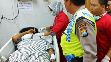 Photo of Akibat Laka Lantas terjadi Di Jalan raya Pilangrejo, Karyawan Puskesmas Alami Tidak Sadarkan Diri