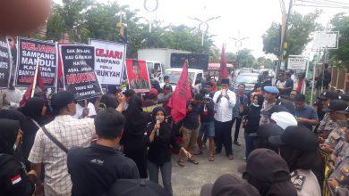 Photo of Satu Tahun Kasus Dugaan Korupsi Dana Desa Di Sokobanah Daya Tidak Jelas, Kajari Dan Kasi Pidsus Di Tuntut Mundur