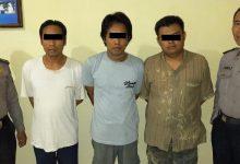 Photo of Tiga Pelaku Curat Diborgol Satreskrim Polsek Cerme