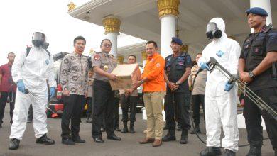 Photo of Wagub Emil Bersama Komandan Satgas Covid-19 Jatim Terima Bantuan Tim BKR Polda Jatim