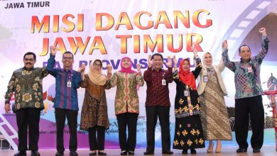 Photo of Perluas Perdagangan Antar Daerah, Khofifah Pimpin Misi Dagang ke Riau  Transaksi Pelaku Usaha Jatim-Riau Tujuh Jam Tembus Rp 362 Miliar