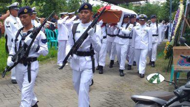 Photo of Prosesi Pemakaman Alm Peltu Nav Eko Budi Santoso Digelar Secara Militer