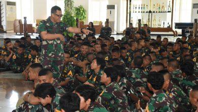 Photo of Pengasuhan, Gubernur AAL Dorong Taruna Berani Tampilkan Kemampuannya