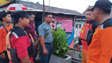 Photo of Lanal Banyuwangi Kerahkan Personil Bantu Korban Banjir