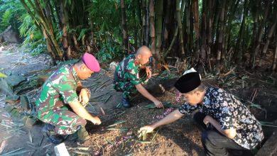 Photo of Momen Haru Siswa Dikmata XL Prajurit TNI AL Tengok Pusara Ibunda Tercinta