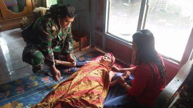 Photo of Dor To Dor Tim Kesehatan Satgas TMMD Berikan Pelayanan