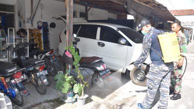 Photo of Perangi Penyebaran Covid – 19, Lanal Denpasar Laksanakan Penyemprotan Desinfektan