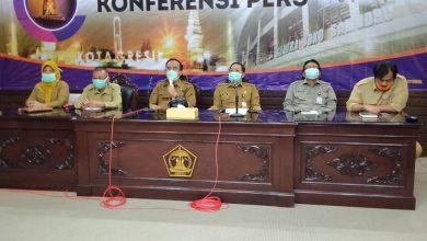 Photo of Pintu Masuk Surabaya Disiagakan Petugas Dibekali Alat Pengukur Suhu Tubuh (thermogun) dan Penyemprotan Cairan Desinfektan