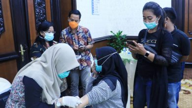 Photo of Gubernur Khofifah Fasilitasi Para Awak Media yang Bertugas di Grahadi untuk Rapid Test Covid-19 dan Vaksin Influenza