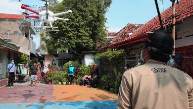 Photo of Pemkot Surabaya Mulai Gunakan Drone Semprotkan Disinfektan di Jalanan dan Kampung