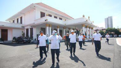 Photo of Tangkal Corona, Gubernur Khofifah Ajak Masyarakat Berjemur Pagi Hari