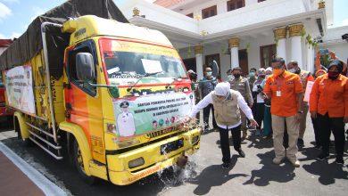 Photo of Besok Mulai Berlaku PSBB di 3 Daerah di Jatim, Gubernur Khofifah Kirimkan Sembako untuk Dapur Umum di Sidoarjo dan Gresik