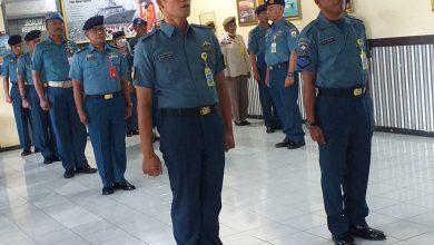 Photo of Komandan Lanal Banyuwangi Menerima Pelaporan Kenaikan Pangkat Anggotanya