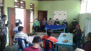 Photo of Serang Covid-19, Muspika Balongpanggang Pantau Posko Relawan Gugus Tugas