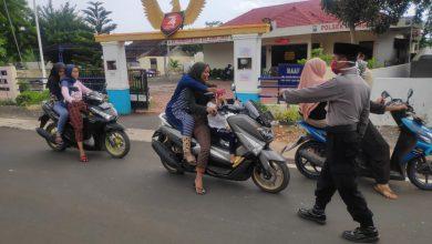 Photo of Polsek Ujungpangkah Kerja Bareng Ponpes Mabaul Ikshan Giat Laksanakan Baksos