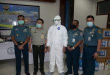 Photo of Pusat Veteriner Farma Salurkan Bantuan APD Ke Rumah Sakit, Di Jajaran Lantamal V