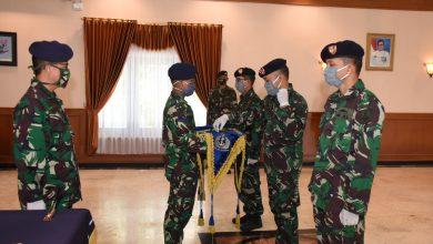 Photo of Dua Komandan KAL Kadet VIII Akademi Angkatan Laut Diserahterimakan
