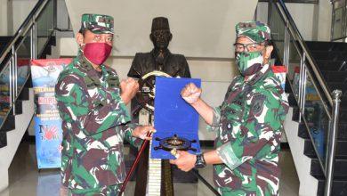 Photo of Gubernur AAL Kunjungi Komandan Kodiklatal Bahas Peningkatan Kerjasama Pendidikan