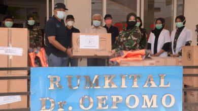 Photo of Putus Mata Rantai Penyebaran Covid – 19 FKA Jatim Salurkan APD Ke Rumkit DR. Oepomo