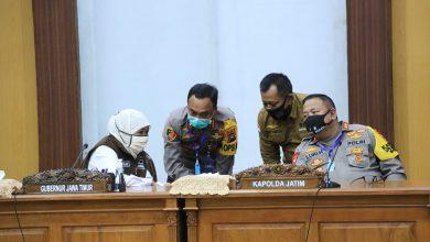 Photo of Gubernur Khofifah: Industri di Surabaya Raya Harus Lakukan Pembatasan Proses Kerja di Tempat Kerja Selama PSBB
