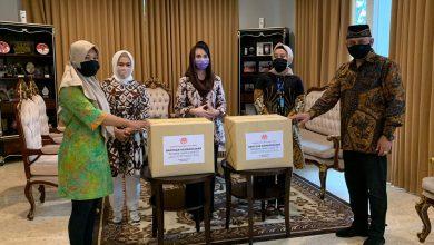 Photo of Arumi Terima Bantuan Kemanusiaan Dari Dekranasda Pusat Untuk Pengrajin Terdampak Covid-19 di Jatim