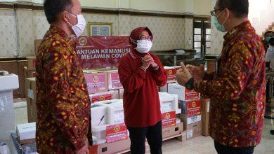 Photo of BIN Serahkan Bantuan Alkes, Wali Kota Risma Teteskan Air Mata