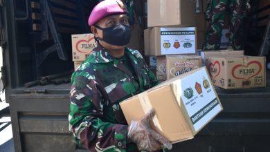 Photo of Prajurit Yonmarhanlan V Terjun Langsung Angkut Bantuan Kemanusiaan dari Yayasan Budha Tzu Chi Indonesia