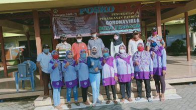 Photo of Pemdes Tenggor Salurkan Sembako – DD Untuk Meringankan Beban Warga yang terdampak Covid -19